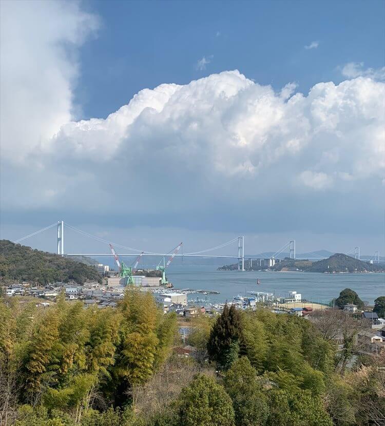 瀬戸内海・来島海峡大橋を望む